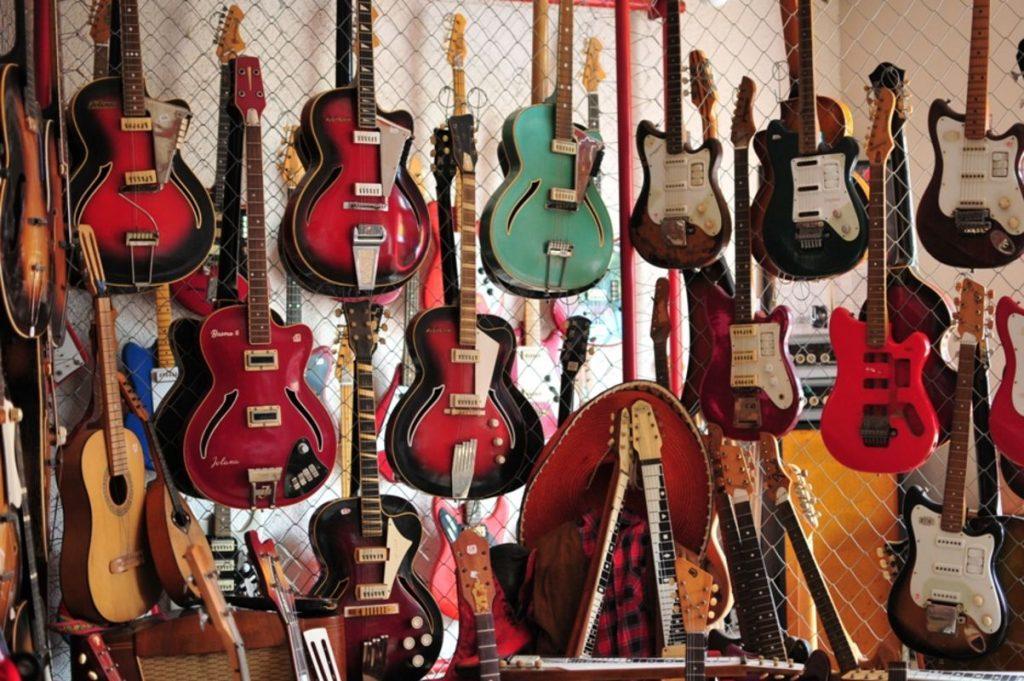 gitary-zbierka-dary-elektro-muzeum-hudba-hudobnici