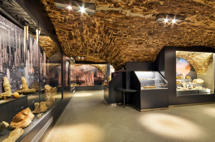 muzeum-jaskyniarstva-ochrana-prirody-slovensko-nerasty-podzemie-vitriny