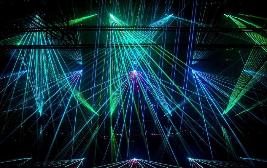 laserova-sou-umenie-galeria-luce-hudba-interaktivita