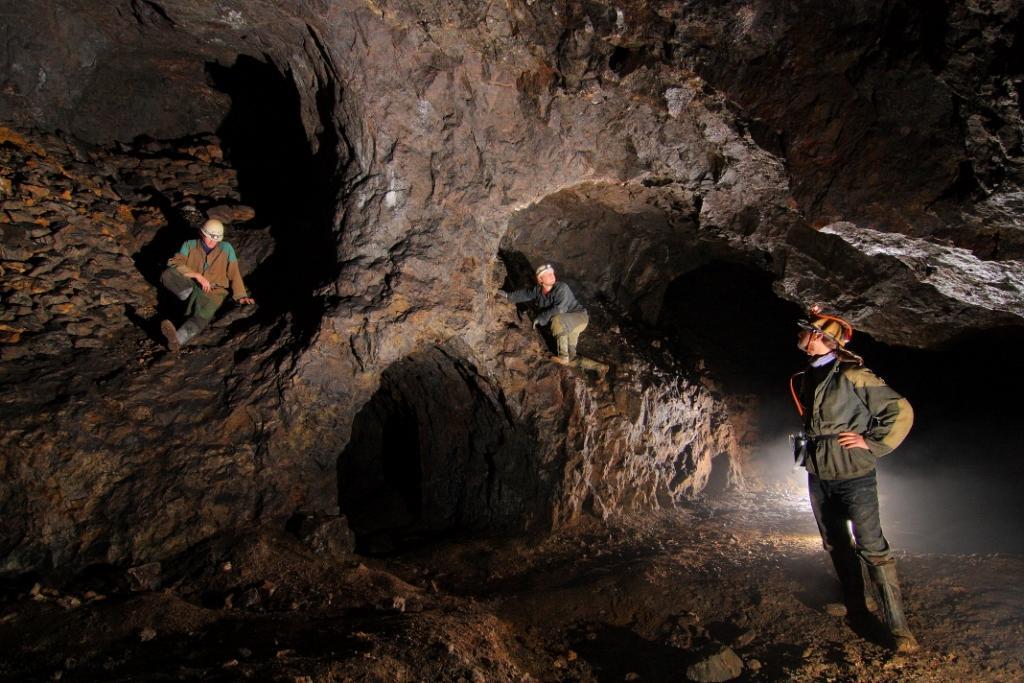 bana-navstevnici-celovka-prilba-jaskyniarsky-odev-zazitok-adrenalin