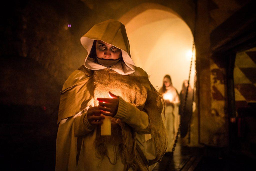 herecka-noc-strach-nocna-prehliadka-hrad-duchovia