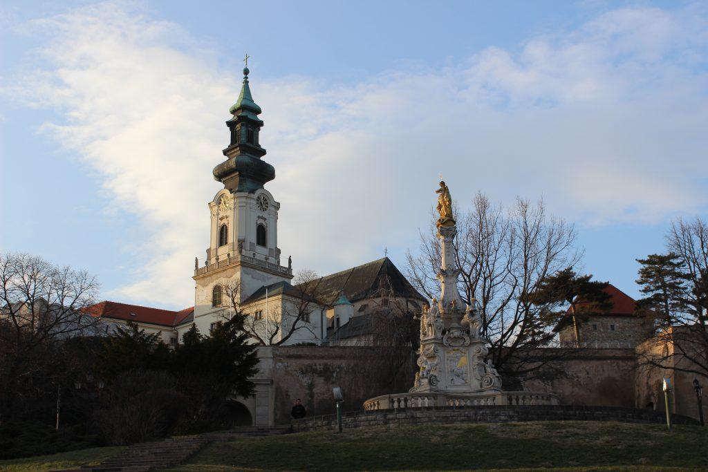 nitra-hrad-stare-mesto-socha-katedrala-rodisko
