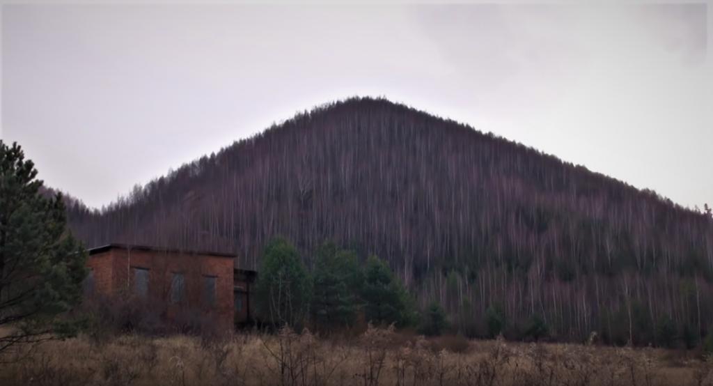 pyramida-markusovce-les-kopec-stromy