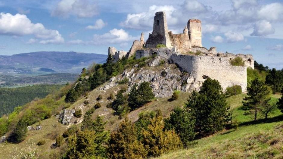 cachticky-hrad-zrucanina-les-kopce-historia