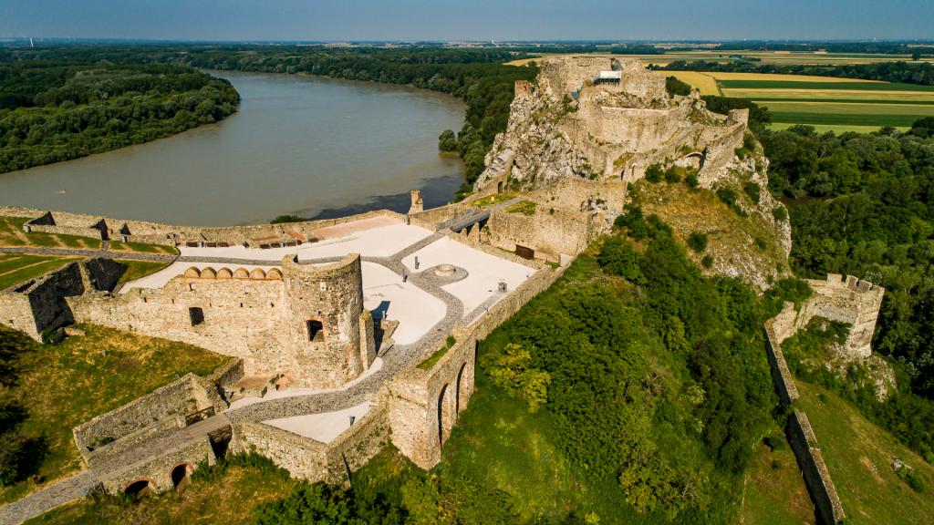 devin-zrucanina-hrad-dunaj-bratislava-skaly