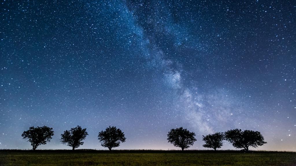poloniny-narodny-park-nocna-obloha-mliecna-draha-hviezdy