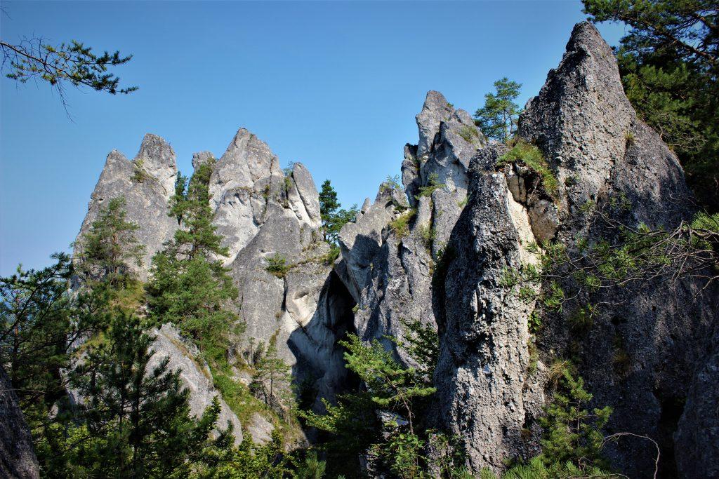 goticka-brana-sulovske-skaly-vrch-pohorie-turistika