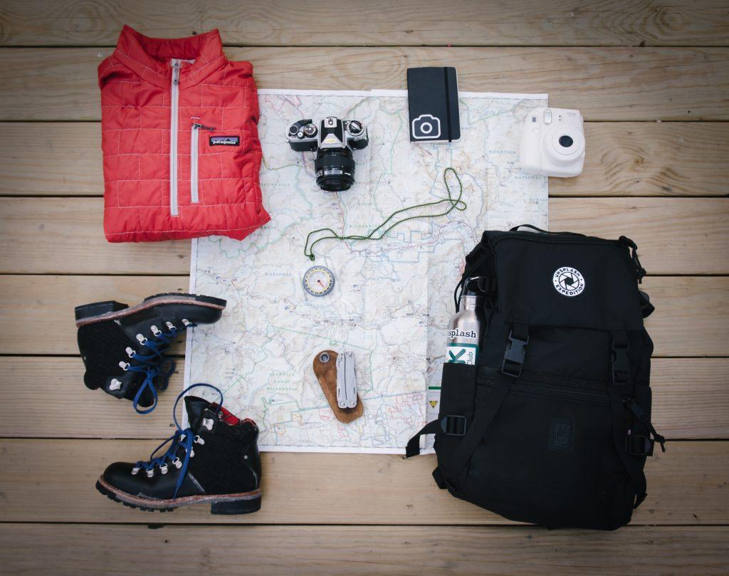 batoh-balenie-mapa-kompas-fotoaparat-bunda-topanky