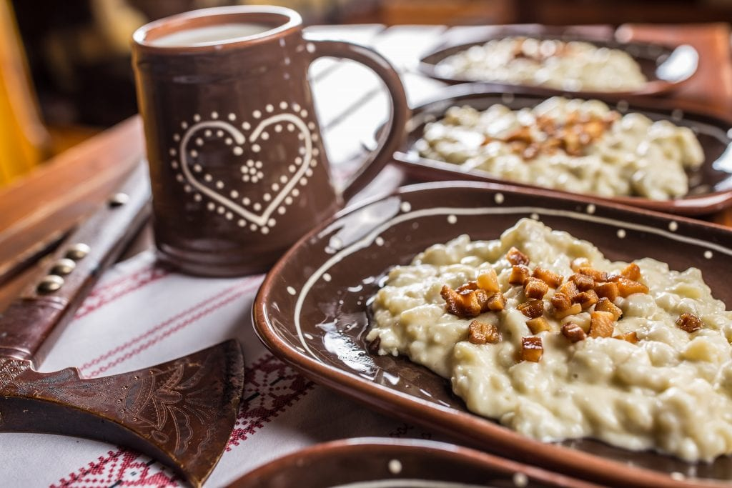 slanina-bryndzove-halusky-zincica-valaska-keramika