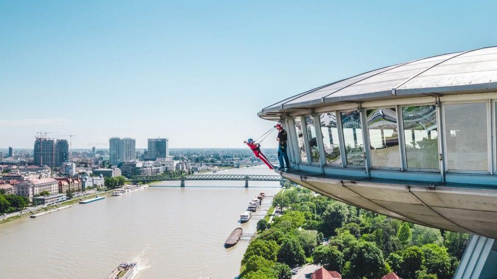 skywalk-ufo-most-snp-bratislava-dunaj-instruktor-lode-stromy