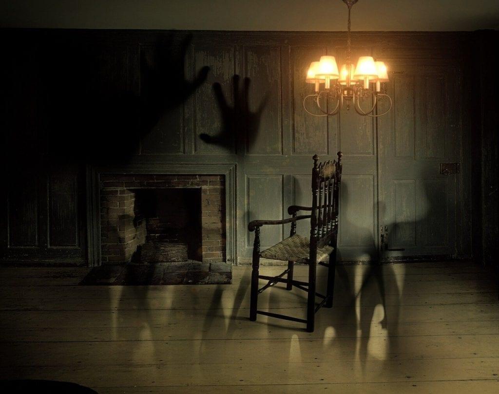 duchovia-temnota-kozub-stolicka-tiene-lampa
