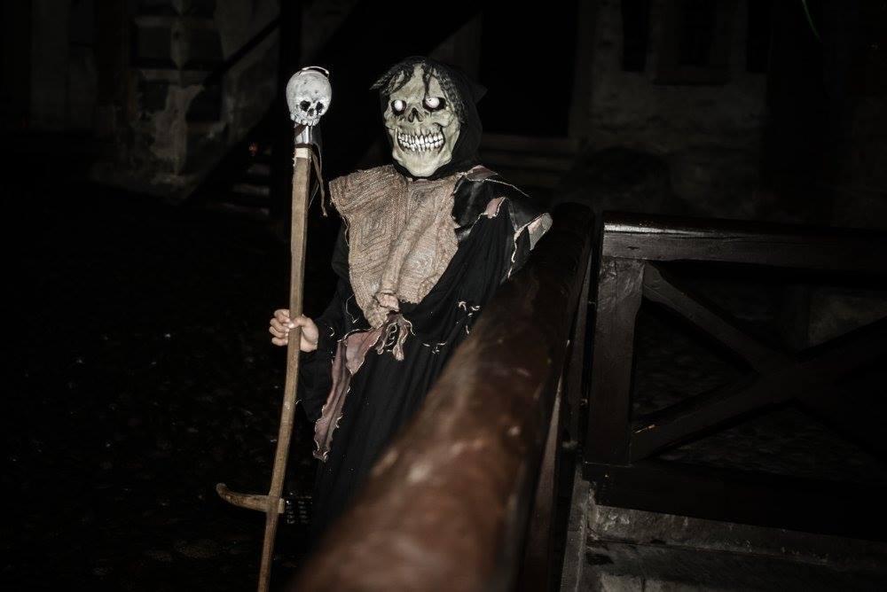 smrtka-palica-mrtvola-socha-oravsky-hrad-lebka