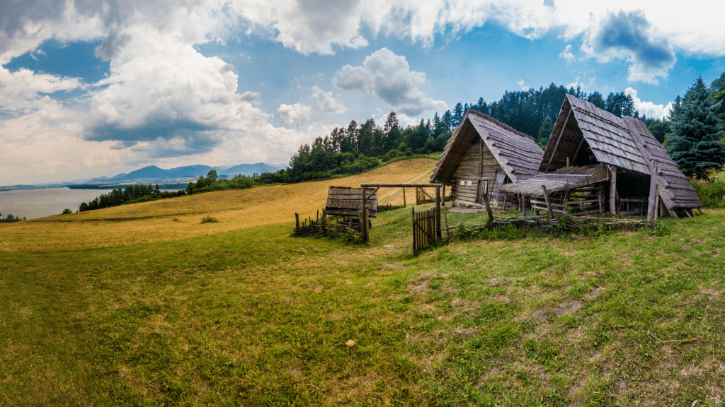 drevenice-osada-luka-panorama-liptovska-mara-les-archeoskanzen