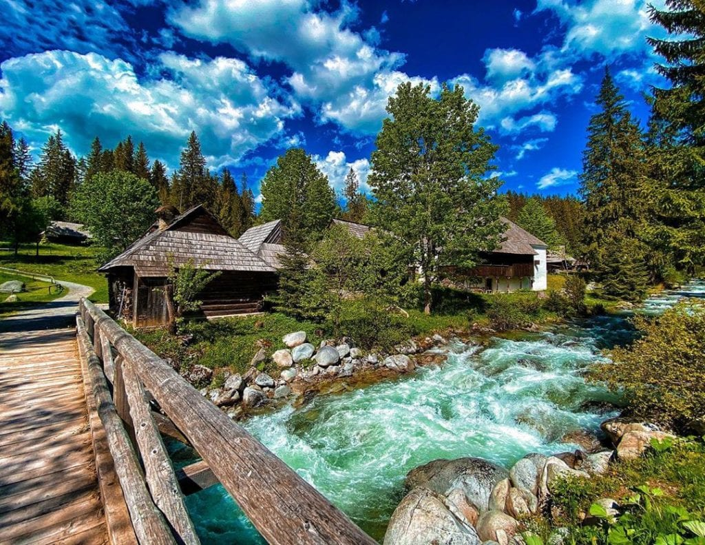 muzeum-skanzen-zuberec-drevenice-most-studeny-potok-stromy