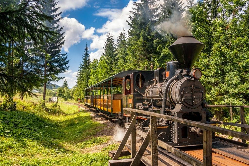 parna-lokomotiva-les-stromy-zeleznica-vychylovka-most