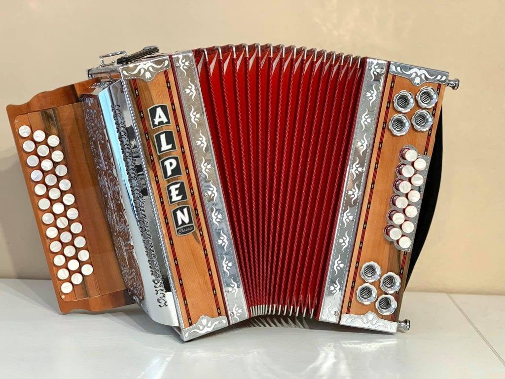 harmonika-heligonka-hudobny-nastroj-tradicie-hudba