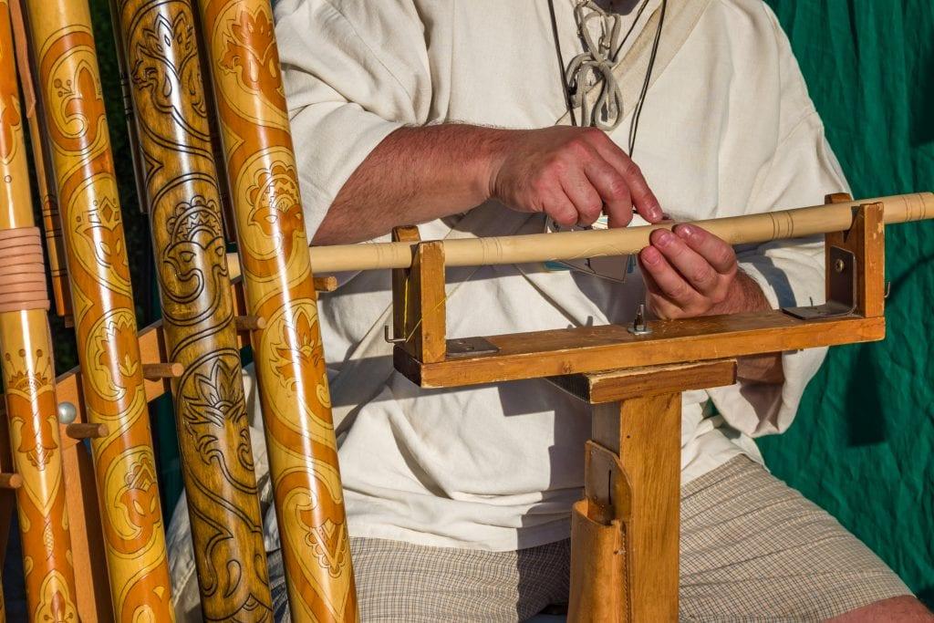 fujara-vyrezavanie-vyroba-hudobny-nastroj-drevo