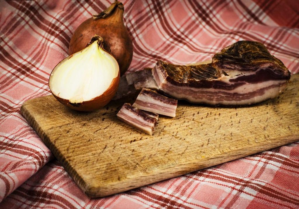 slanina-cibula-loparik-utierka-udenina-maso