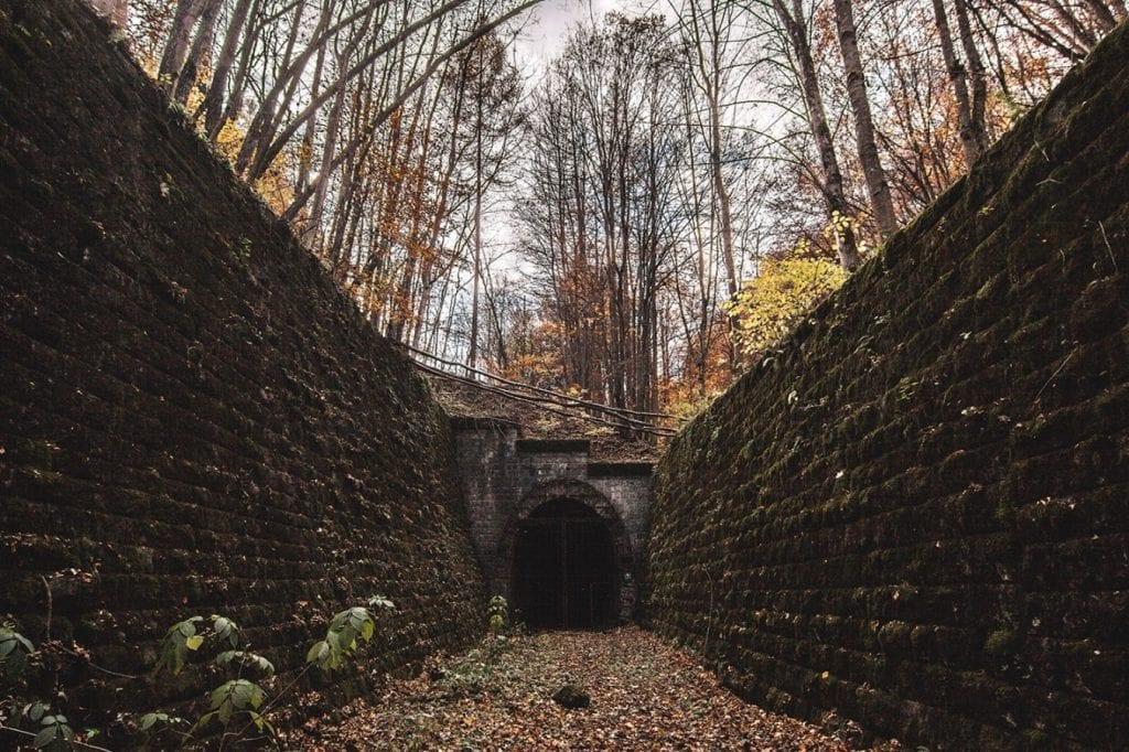 tunel-pod-dielikom-gemerske-spojky-brana-vlak-stavba