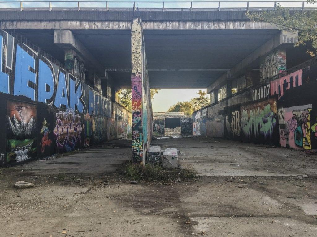 metro-grafity-steny-stavba-depo-bratislava-petrzalka