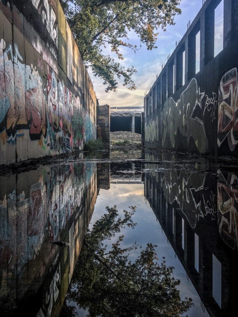 depo-grafity-voda-metro-petrzalka-stavba-strom-steny