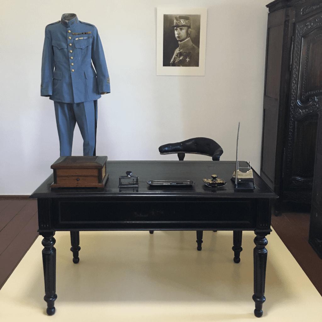 muzeum-uniforma-milana-rastislava-stefanika-stol-obra-pracovna