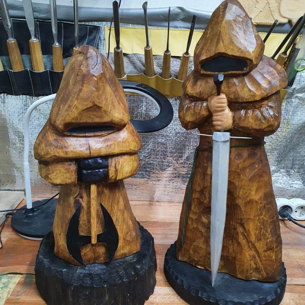 drevorezba-socha-rezbarstvo-mec-muzi-hracky