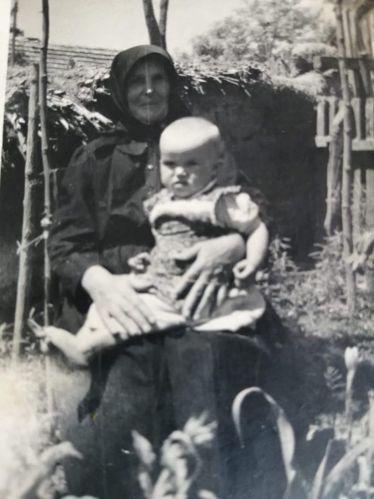 babka-pitvaros-madarsko-historicka-fotografia-dieta-stara-mama