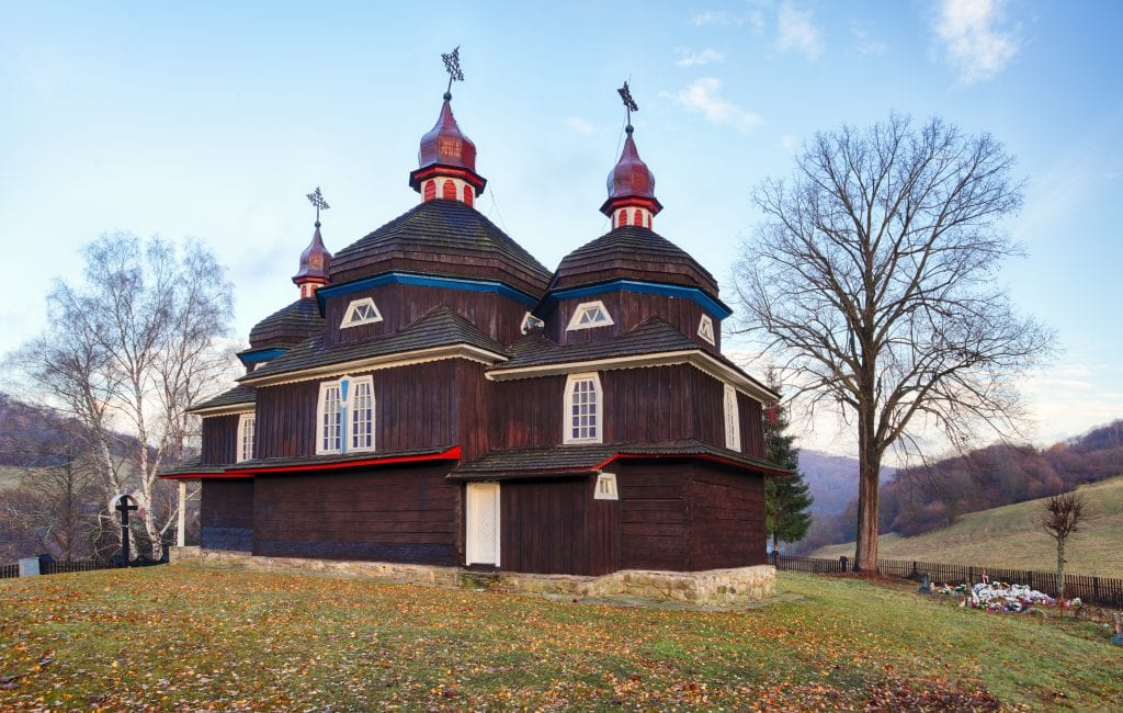 dreveny-kostol-chram-pamiatka-nizny-komarnik
