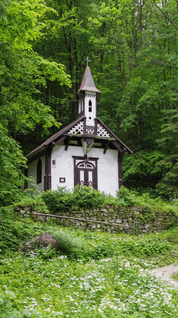 dreveny-rimskokatolicky-kostol-korytnica-osada-liptov-les