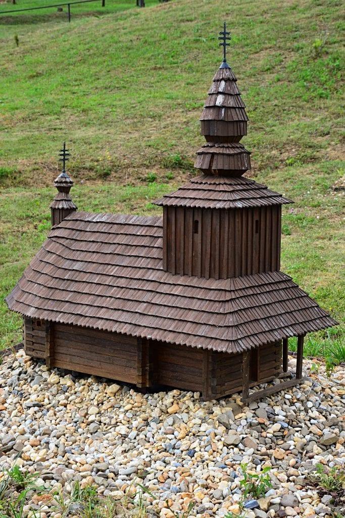 lutina-miniskanzen-miniatura-chramu-ruska-bystra-pamiatka-drevo