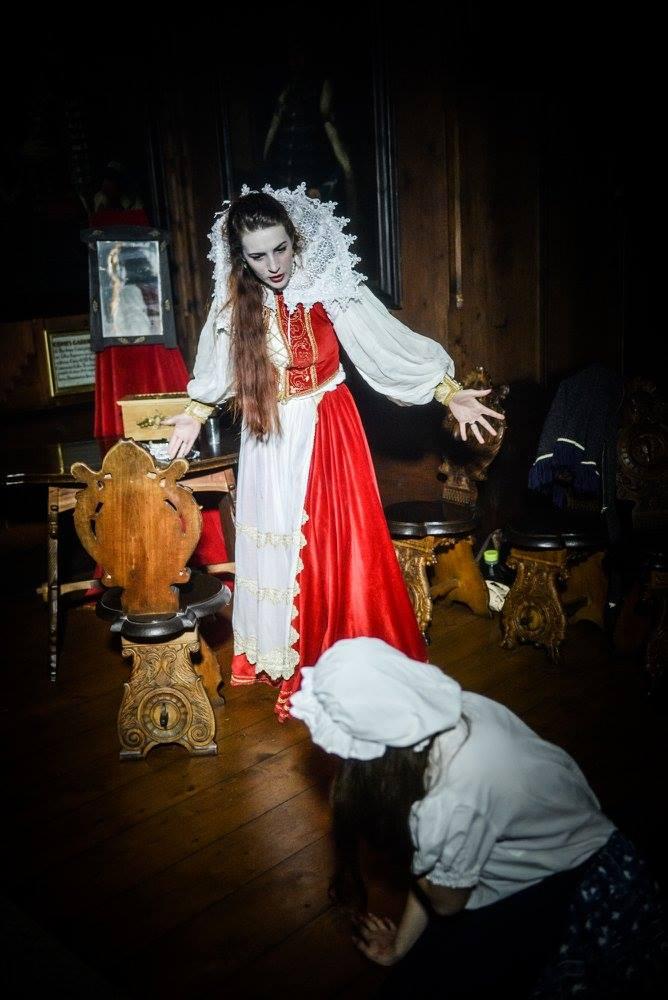 alzbeta-bathory-kostymy-scena-nocna-prehliadka-oravsky-hrad