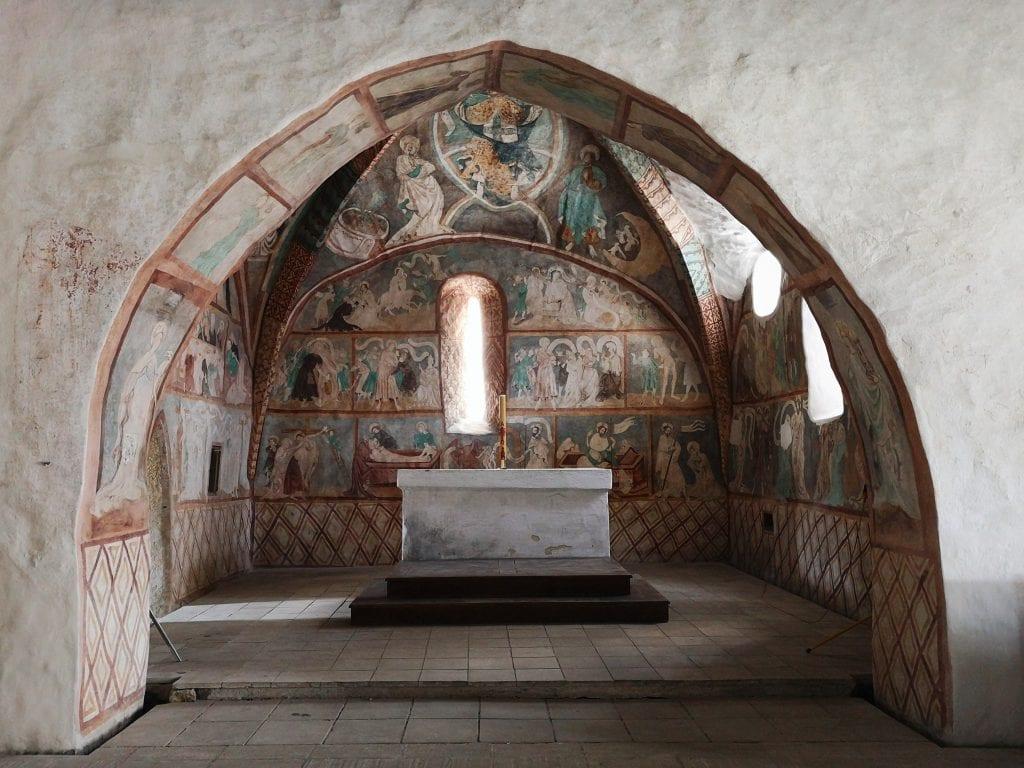 presbyterium-ludrova-kostolik-pamiatka-malby-templari