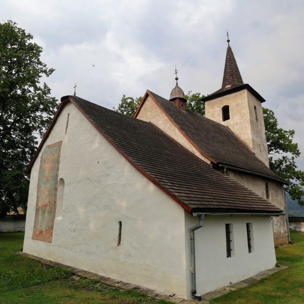ludrova-kostolik-architektura-stromy-pamiatka