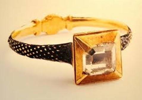 zlaty-renesancny-prsten-zasnuby-diamant-exponat-oravske-muzeum