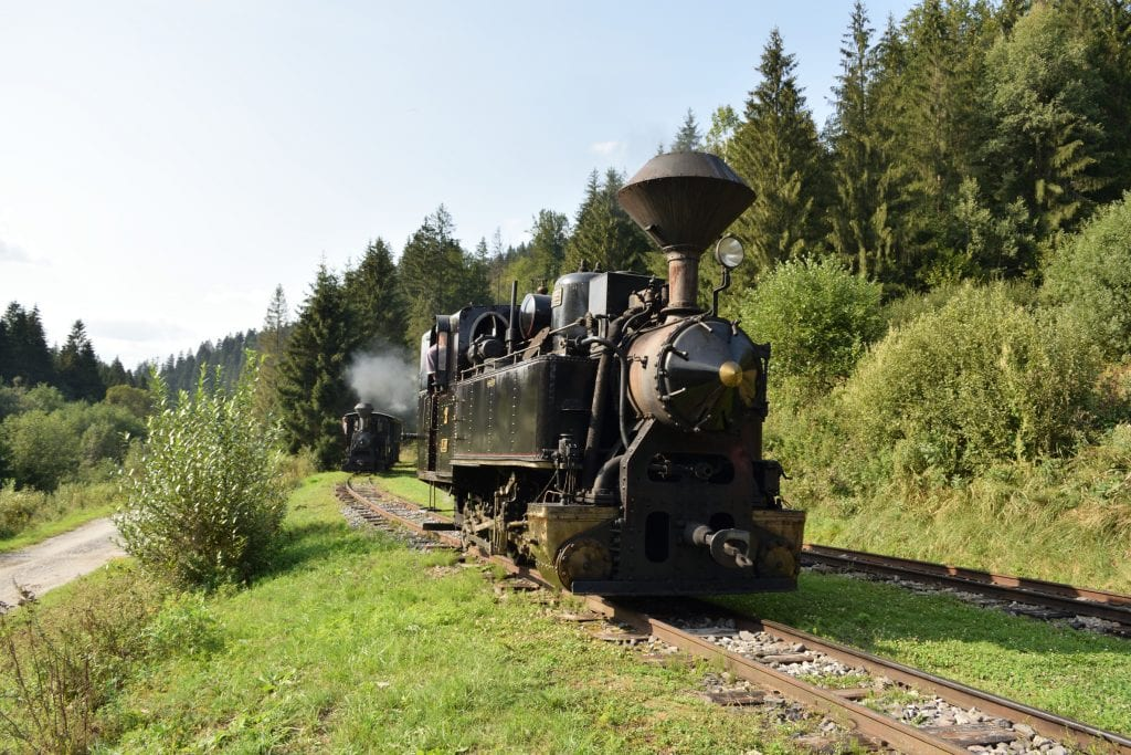 oravska-lesna-uvratova-zeleznica-parna-lokomotiva-kolajnice-les