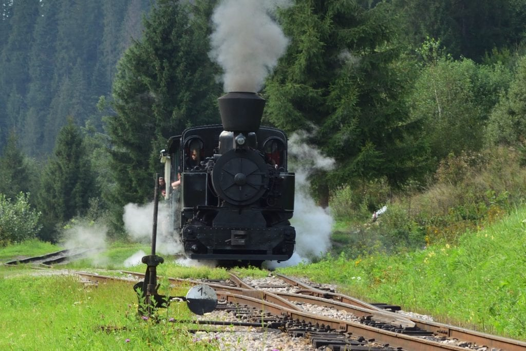 ciernohorska-zeleznica-parna-lokomotiva-rusen-les-kolajnice
