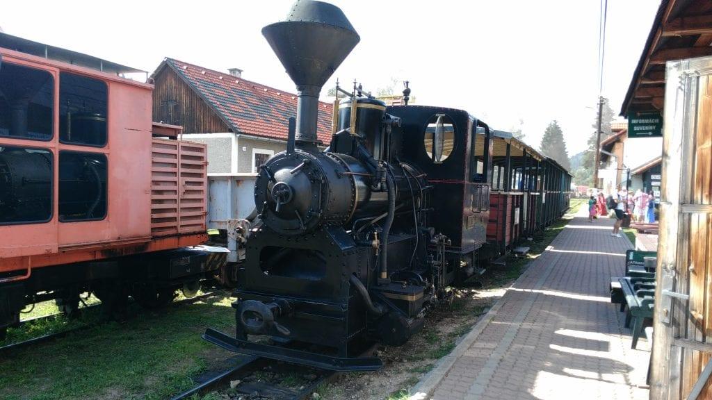 ciernohorska-zeleznica-parna-lokomotiva-vlakova-stanica