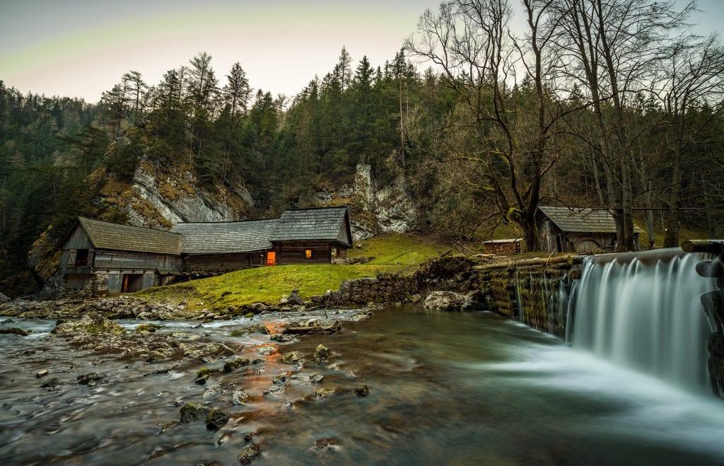 kvacianska-dolina-dreveny-mlyn-drevenica-les-vodopad-rieka