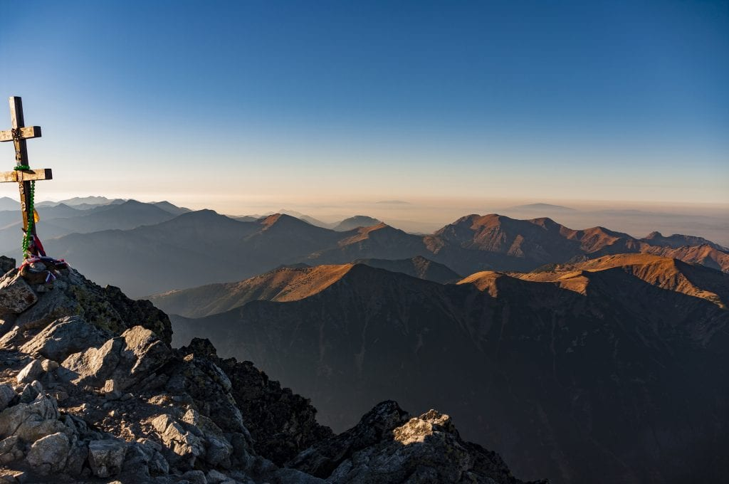 krivan-vyhlad-hory-slovensko-obloha-kopce-kriz