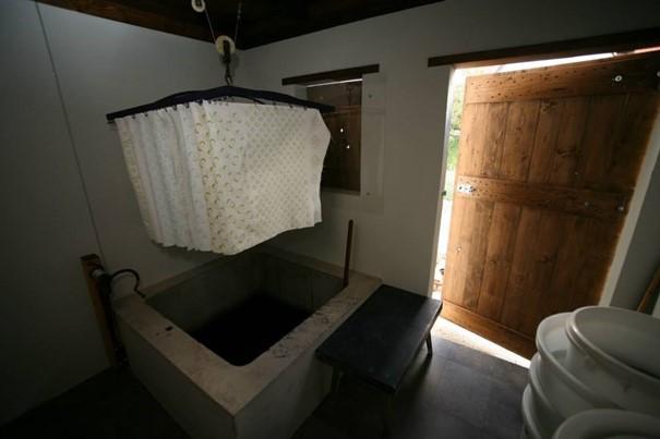 susenie-dielna-vyroba-modrotlace-dvere-kada-latka-ornamenty