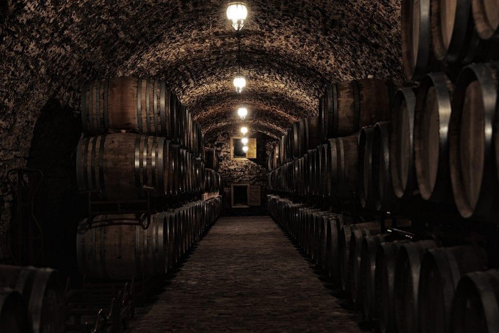pivnica-whisky-sudy-zrenie-svetlo-chlad-vlhko